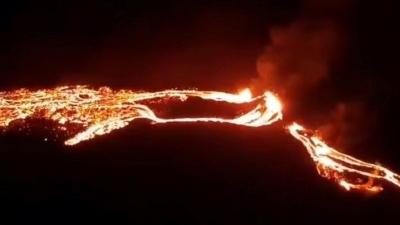 Σπάνια και εντυπωσιακή έκρηξη ηφαιστείου στην Ισλανδία