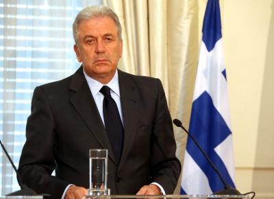 Αβραμόπουλος (ΕΕ): Τα κράτη της ΕΕ πρέπει να δεχθούν πρόσφυγες από τη Λιβύη - Στόχος η μετεγκατάσταση