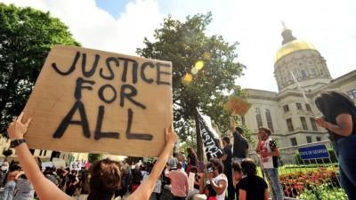 ΗΠΑ - Ιστορική απόφαση: Αποζημίωση 20 εκατ. δολαρίων θα λάβει οικογένεια Αφροαμερικανού που σκοτώθηκε από πυρά αστυνομικού