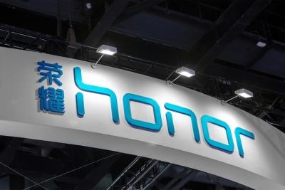 Συνεργασία με τη Google εξετάζει η Honor, μετά το «διαζύγιο» με τη Huawei