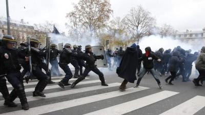 Συγκρούσεις ακτιβιστών υπέρ του κλίματος και αστυνομίας στη Γαλλία