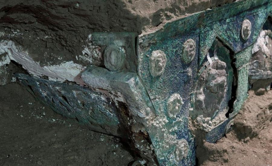 Οι αρχαιολόγοι ανακάλυψαν άθικτο ένα ρωμαϊκό άρμα κοντά στην Πομπηία