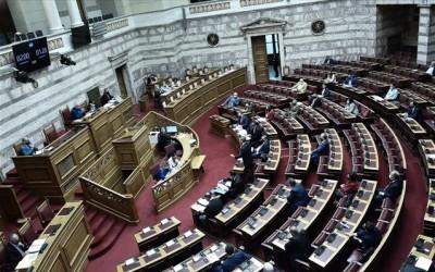 Ψηφίστηκε το ν/σ για τη μείωση των ασφαλιστικών εισφορών - ΣΥΡΙΖΑ και ΚΚΕ καταψήφισαν τη ρύθμιση