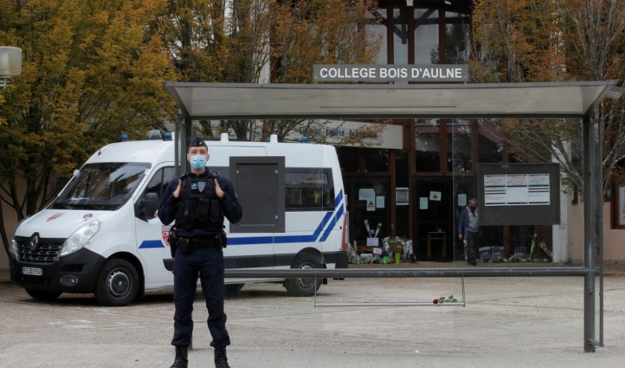 Γαλλία: Ο δολοφόνος του καθηγητή πλήρωσε μαθητές για να αναγνωρίσουν το θύμα του