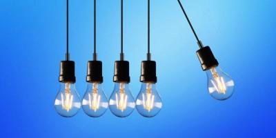 Ο καλπασμός των τιμών χονδρικής ρεύματος και τι… ξέχασαν οι αρμόδιοι στο Χρηματιστήριο Ενέργειας
