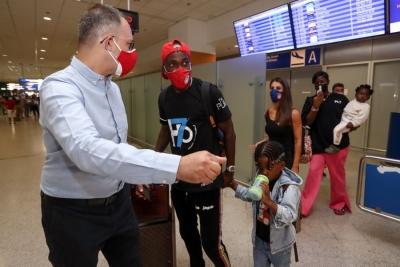 Έφτασε στην Ελλάδα ο Ονιεκούρου για τον Ολυμπιακό (video)