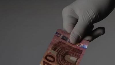 Κορωνοϊός: Πόσο πιθανό είναι να μολυνθούμε όταν πιάνουμε χαρτονομίσματα και κέρματα;