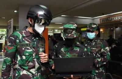 Ινδονησία – Covid: Αναπτύχθηκε στους δρόμους ο στρατός για την επιβολή περιοριστικών μέτρων