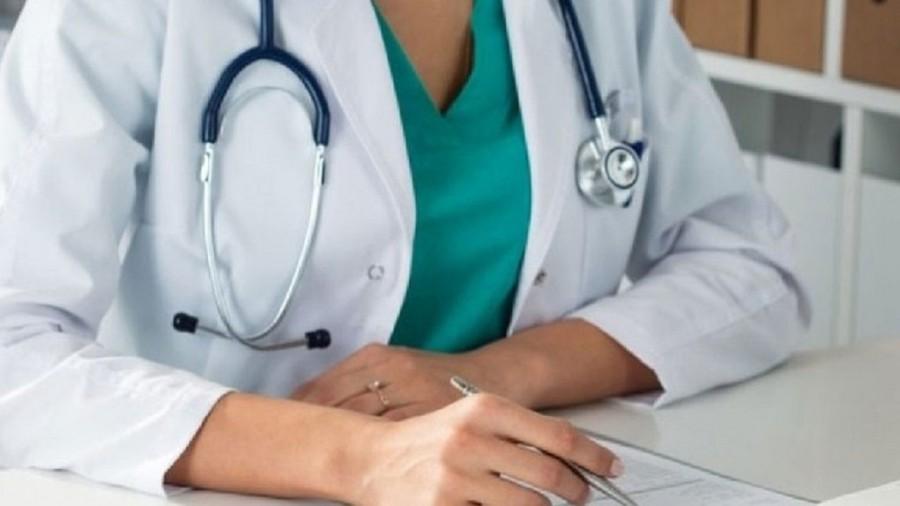 Εξαδάκτυλος: Ο Πέτσας να ανακαλέσει - Στους 170 οι ιδιώτες γιατροί που δήλωσαν πρόθεση να συνδράμουν στο ΕΣΥ