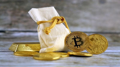 Στα 58.200 δολάρια εκτινάχθηκε το Bitcoin, πλέον αξίζει περισσότερο από ένα κιλό χρυσού
