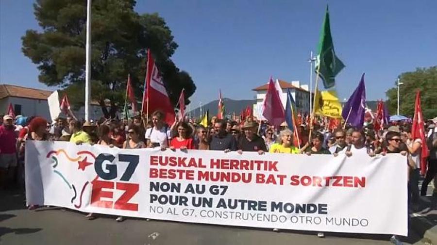 Χιλιάδες ακτιβιστές διαδηλώνουν κατά των G7 - Κίτρινα Γιλέκα και Βάσκοι αυτονομιστές ανάμεσα τους