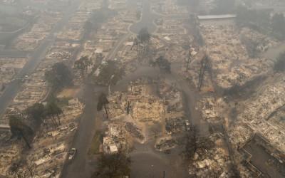 ΗΠΑ: Τα σωστικά συνεργεία αναζητούν επιζώντες στις καμένες περιοχές - Δεκάδες άνθρωποι αγνούνται ακόμη
