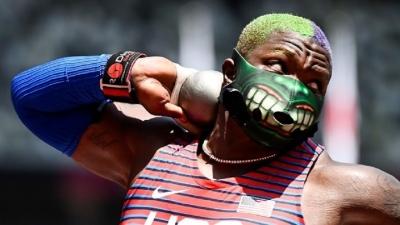 Σφαιροβολία: Με μάσκα Χουλκ η Σόντερς! (video)