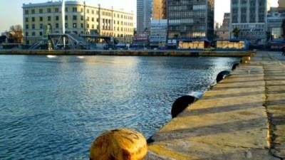 Εντατικοί έλεγχοι στα λιμάνια για την εφαρμογή των περιοριστικών μέτρων – Αυξημένη η κίνηση στο λιμάνι του Πειραιά
