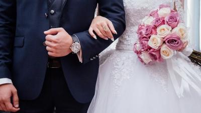 Φωτογράφος έσβησε όλο το υλικό του γάμου τους επειδή δεν τον άφησαν να… φάει