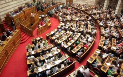 Στη Βουλή το ν/σ για τις 120 δόσεις με τη διαδικασία του επείγοντος - Σφοδρή αντιπαράθεση ΣΥΡΙΖΑ - ΝΔ