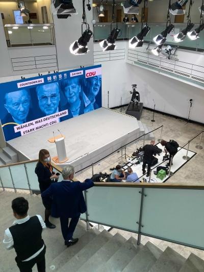 CDU (Γερμανία εκλογές 2021): Με παγωμένα χαμόγελα η υποδοχή των exit polls – «Αναμένουμε μακρά εκλογική βραδιά»