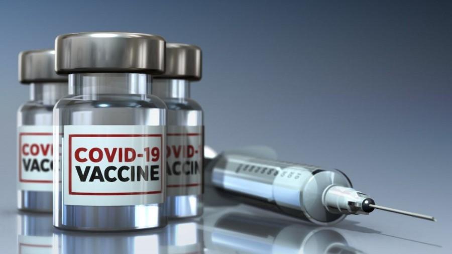 «Πόλεμος» EE - φαρμακοβιομηχανιών για τις καθυστερήσεις στα εμβόλια κατά της covid -19