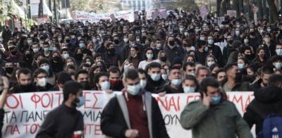 Χιλιάδες στο πανεκπαιδευτικό συλλαλητήριο στο κέντρο της Αθήνας - Άγρια κόντρα στη Βουλή