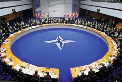 NATO: Ο Covid-19 πλήττει τις αμυντικές δαπάνες και απειλεί με νέες εντάσεις τη Συμμαχία