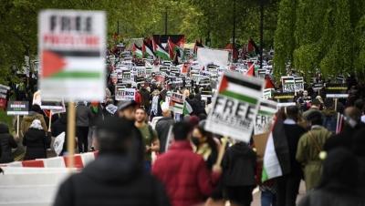 Μεσανατολικό - Βρετανία: Χιλιάδες πολίτες διαδηλώνουν υπέρ Παλαιστινίων στο Λονδίνο