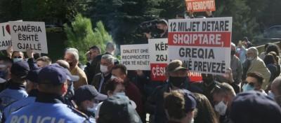 Τίρανα: Αλβανοί κινήθηκαν κατά της ελληνικής διπλωματικής αποστολής