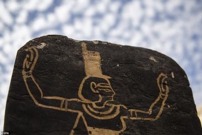 Αρχαιολογικός θησαυρός ανακαλύφθηκε στην Αίγυπτο, που περιλαμβάνει 50 σαρκοφάγους, το «Βιβλίο των Νεκρών» και ένα ναό
