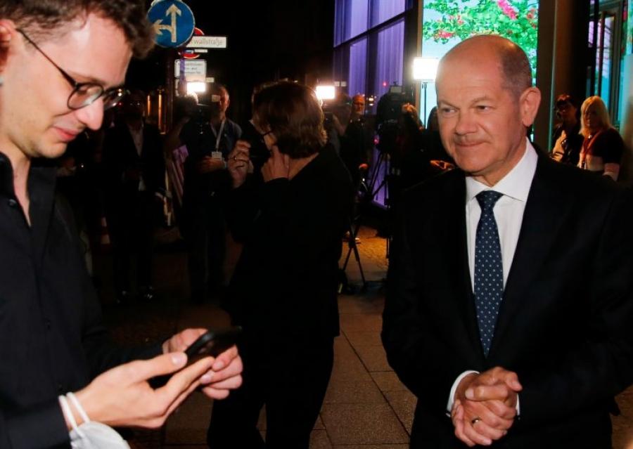 Γερμανία εκλογές 2021: Scholz (SPD) και Laschet (CDU) εύχονται... να μην κάνει η Merkel το πρωτοχρονιάτικο διάγγελμα