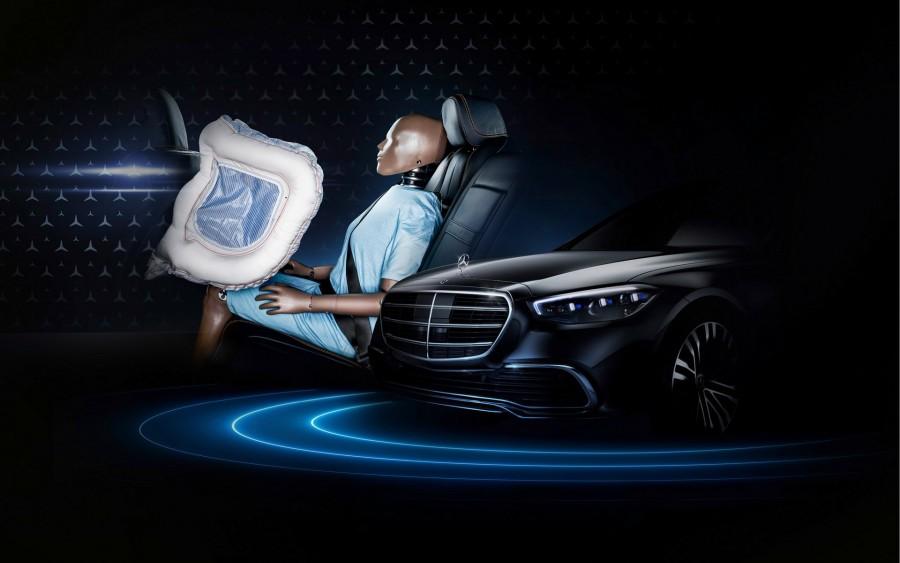 Αερόσακοι πίσω επιβατών από τη Mercedes-Benz