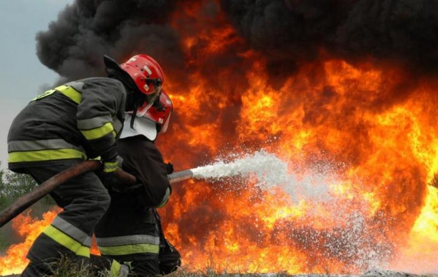 Κόρινθος: Μαίνεται η φωτιά στο Καλέντζι - Μια σύλληψη