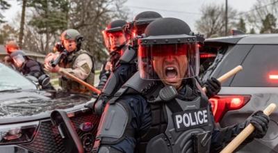 Μινεσότα: Αστυνομικός μπέρδεψε το όπλο της με το τέιζερ, ισχυρίζεται η αστυνομία, μετά τον θάνατο 20χρονου