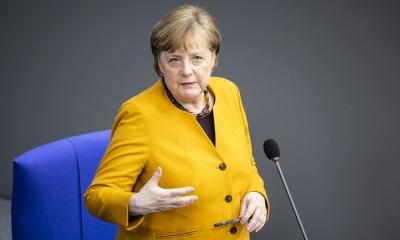 DW: Προεκλογική παρέμβαση Merkel για το χρέος