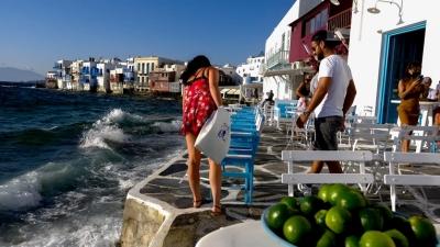«Χτύπημα» στον τουρισμό - Στον αέρα ο σχεδιασμός της κυβέρνησης - Η Γερμανία υποβιβάζει την Ελλάδα στις «περιοχές κινδύνου»