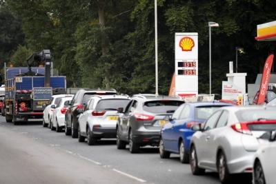 Βρετανία: Υποκινούμενος ο πανικός για τις ελλείψεις καυσίμων -  Εργατικοί:  Δεν επιδιώκουμε την εθνικοποίηση ενεργειακων εταιρειών