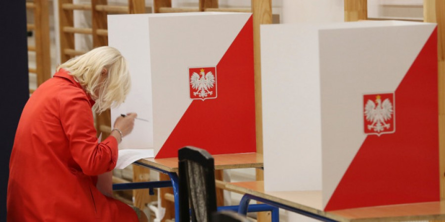 Πολωνία: Άνοιξαν οι κάλπες για τις κρίσιμες προεδρικές εκλογές - Δημοκρατία και Δικαιοσύνη στο επίκεντρο