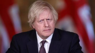 Johnson (Βρετανία): Προς κατάργηση του κανόνα της κοινωνικής αποστασιοποίησης τον Ιούνιο