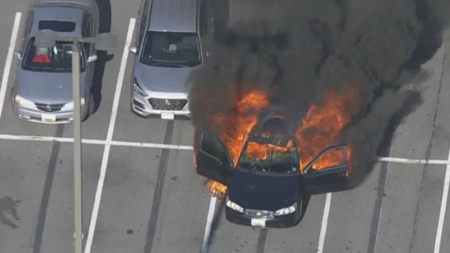 Οδηγός κάπνιζε, έβαλε αντισηπτικό και το αυτοκίνητο έγινε «στάχτη» - Το ασυνήθιστο περιστατικό