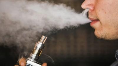 «Καμπανάκι» από τον ΠΟΥ για το ηλεκτρονικό τσιγάρο: Επικίνδυνο για την υγεία
