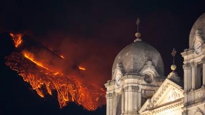 Αίτνα: Η λάβα εκτοξεύεται σε ύψος 1.500 μέτρων - Εντυπωσιακές εικόνες