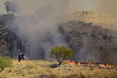 Ενισχύονται οι δυνάμεις στις Μυκήνες – Η φωτιά πέρασε στον Αρχαιολογικό χώρο - Δεν απειλεί το Μουσείο