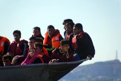 Νέα τραγωδία με θύματα πρόσφυγες στις Οινούσσες - Νεκρά 2 ανήλικα παιδιά και 4 αγνοούμενοι από ανατροπή λέμβου