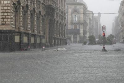 Μεγάλες πλημμύρες και καταστροφές στην Σικελία από ισχυρό κυκλώνα