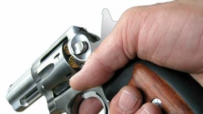 Χαμός στην Μάνη: Ηλικιωμένος έβγαλε πιστόλι και άρχισε να πυροβολεί στο καφενείο
