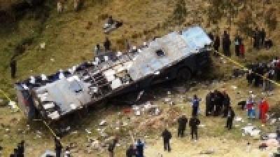 Περού: Στους 48 έφτασε ο αριθμός των νεκρών από την πτώση λεωφορείου σε χαράδρα