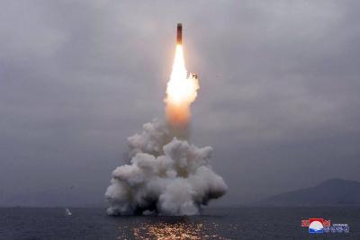 Συναγερμός από τη νέα εκτόξευση βαλλιστικού πυραύλου από τη Βόρεια Κορέα