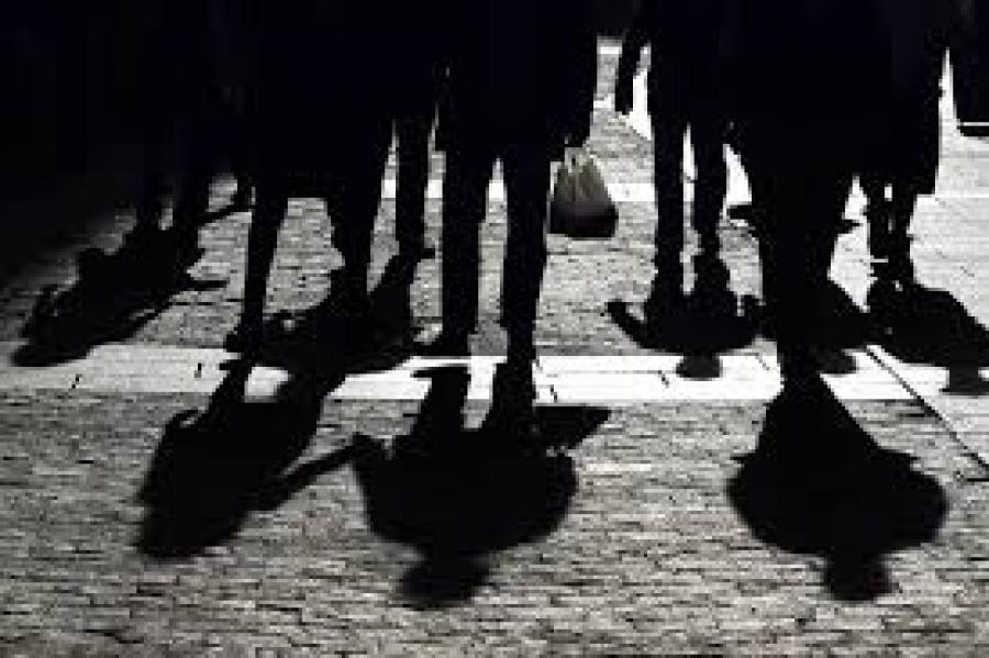 Για πρώτη φορά από το 1990 συρρικνώθηκε η μεσαία τάξη εξαιτίας της πανδημίας