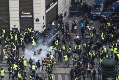 Γαλλία: Απαγορεύτηκαν οι διαδηλώσεις των «κίτρινων γιλέκων» για το Σάββατο 23/3