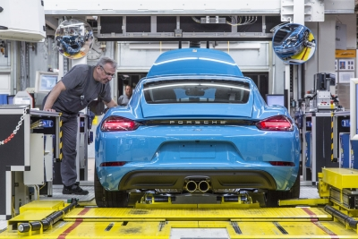 Porsche: Εξετάζει περικοπές στην παραγωγή εξαιτίας της έλλειψης ημιαγωγών