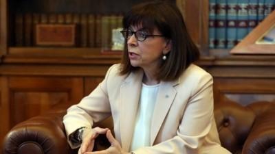 Σακελλαροπούλου: Η επίθεση στον πρύτανη της ΑΣΟΕΕ προσβάλλει βάναυσα κάθε δημοκρατικό πολίτη