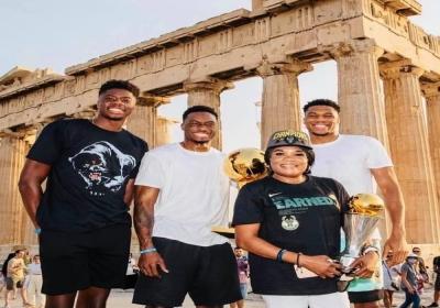 Αντετοκούνμπο: Πήγαν το Larry O'Brien Trophy στην Ακρόπολη!